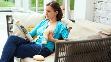 Woman using a Medela Swing Flex Swing Flex™ breast pump